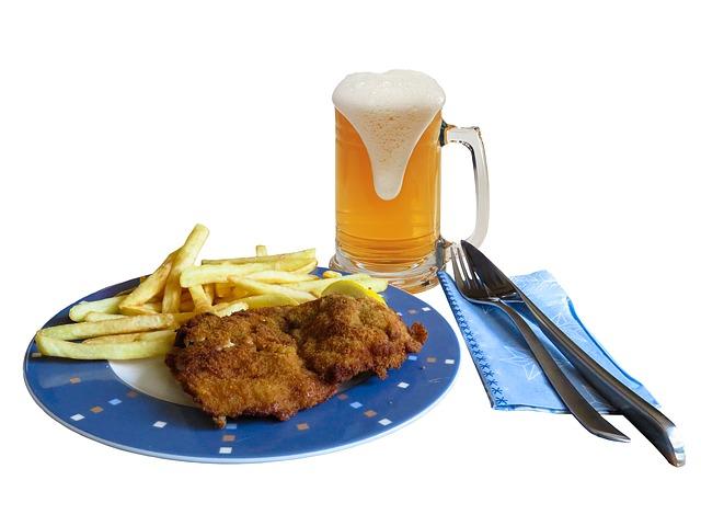 řízek, hranolky a pivo