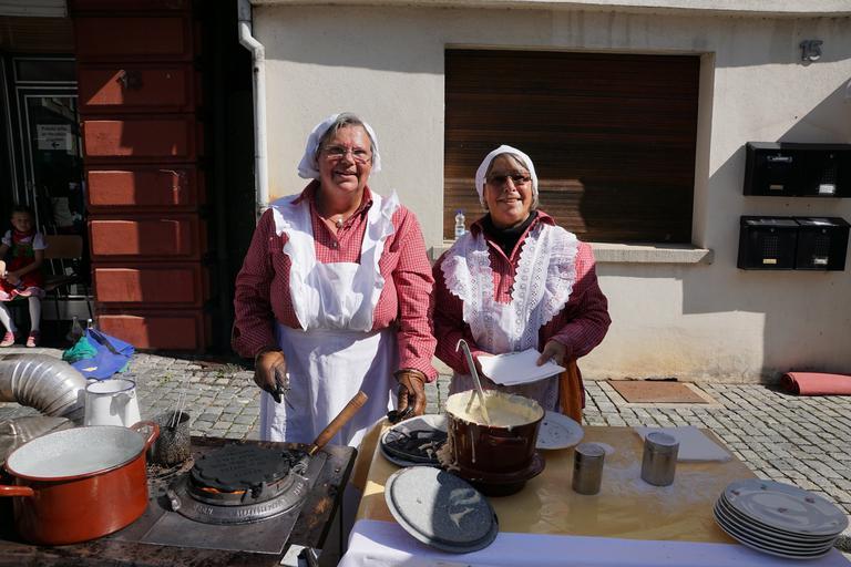 starší ženy vaří