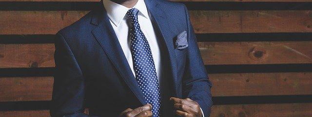 muž v obleku