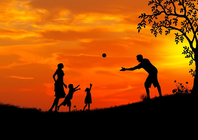obrázek šťastné rodiny s dětmi