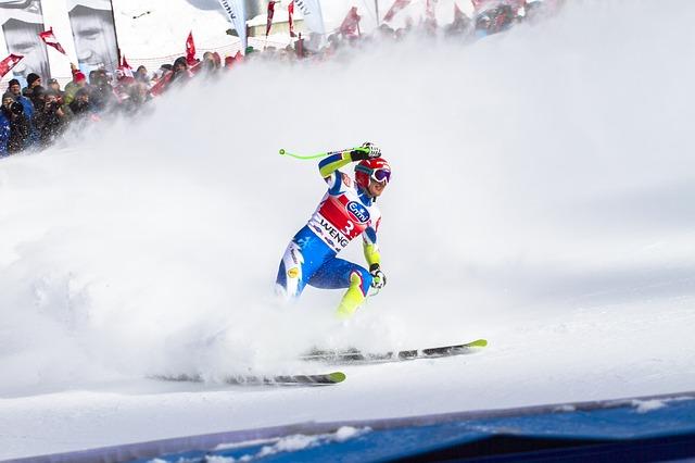 lyžař na lyžařských závodech