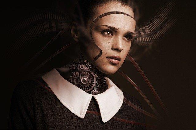žena-android hledící do prázdna na černém pozadí