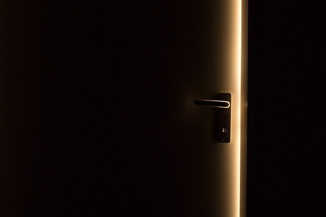zabouchnutí dveží